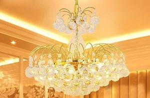 Cách lựa chọn đèn chùm cổ điển phòng khách phù hợp với phong thủy