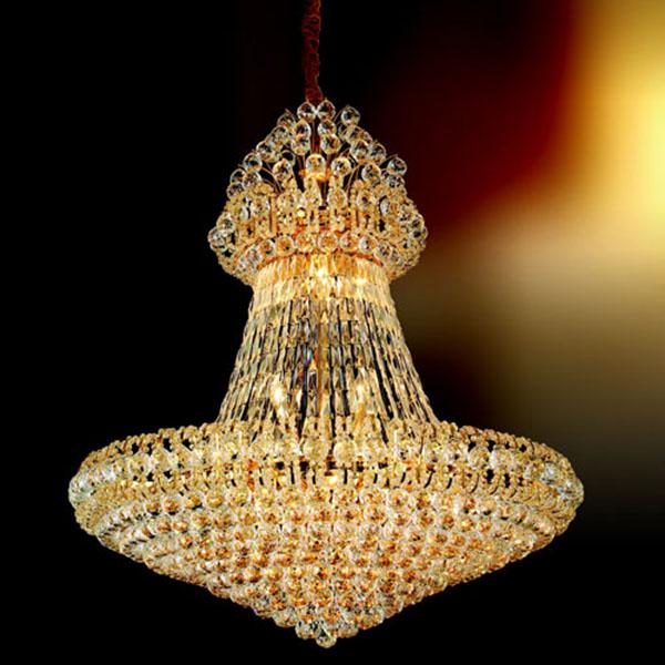 Đèn chùm pha lê tiền tỉ tạo nên một không gian xa hoa, mỹ lệ
